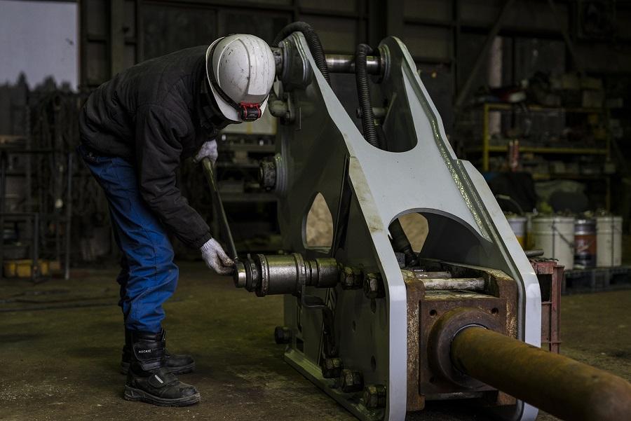 油圧ブレーカー修理