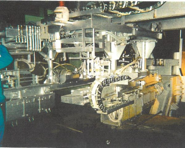 ゴミ溶融炉 出滓口開孔機